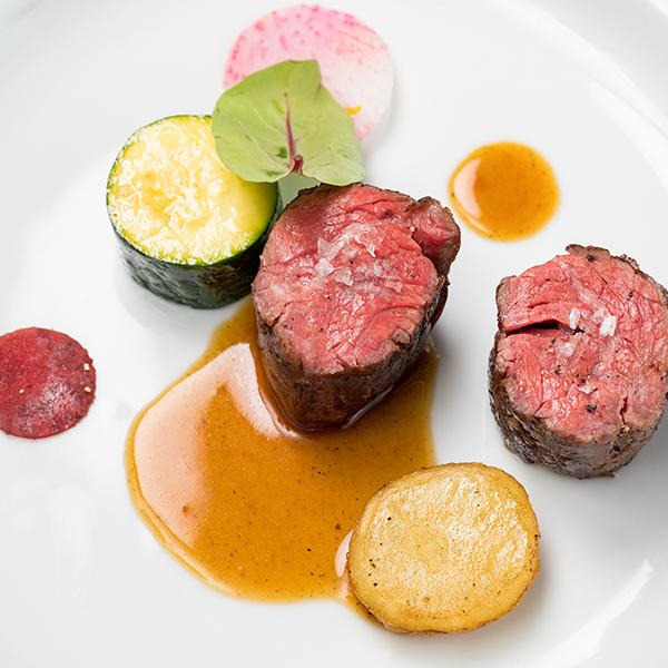 アンガス牛ハラミ肉のポワレ ソースジュ・ド・ヴォー