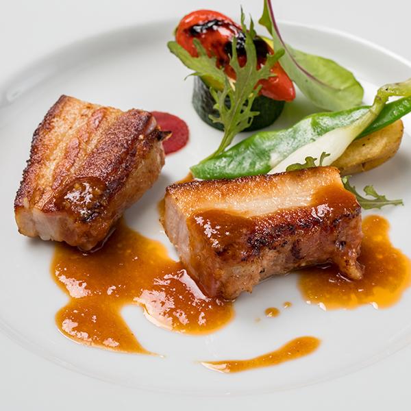 30時間低温で調理した豚バラ肉のブレゼ